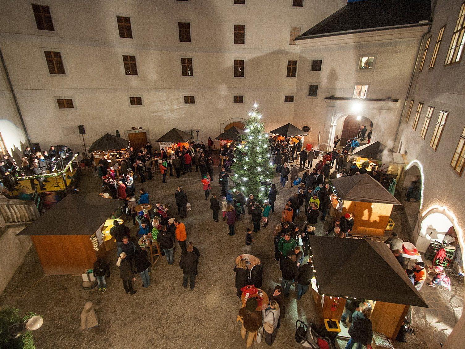 Adventmärkte in den Schlössern entlang der Donau entdecken.