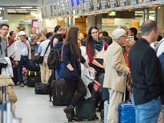 Viel Gedränge herrschte am Samstag wegen des Lufthansa-Streiks am Flughafen Frankfurt