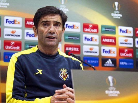 Villarreal-Coach Marcelino spricht zu den Medienvertretern.
