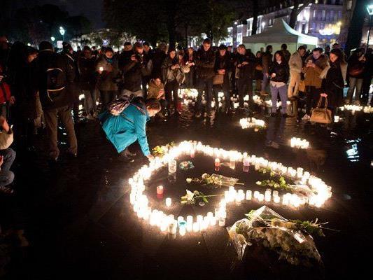 Die Menschen in Paris gedachten der Opfer.