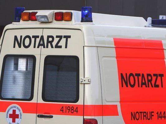 Die Motorradlenkerin musste in ein Krankenhaus gebracht werden.