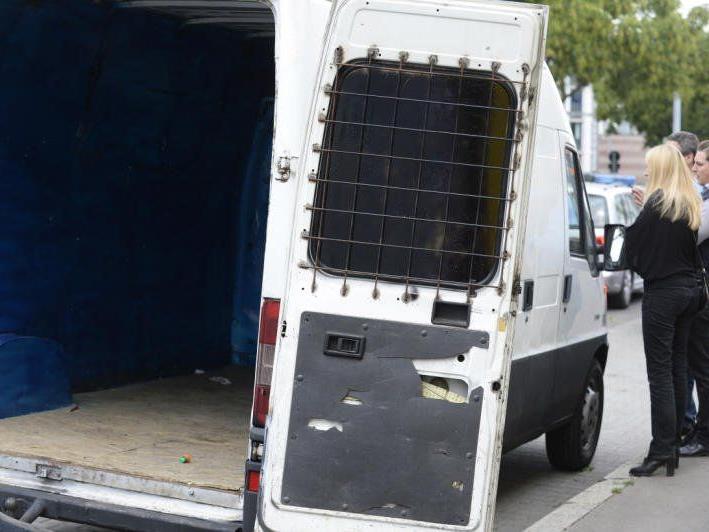 In diesem Kastenwagen befanden sich 24 Flüchtlinge.
