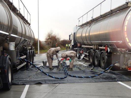 Lkw mit leicht entzündbarer, umweltgefährdender Flüssigkeit gestoppt