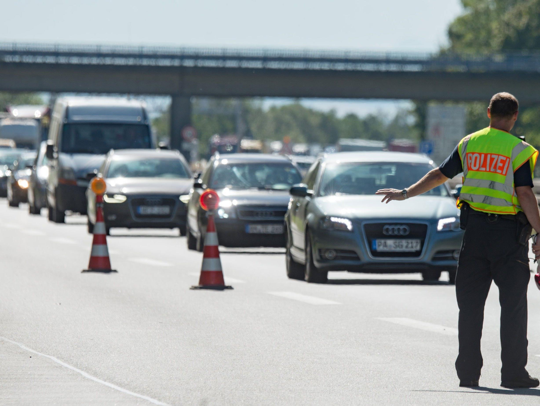Tschechien rüstet sich für eventuelle Grenzkontrollen an der Österreichischen Grenze.