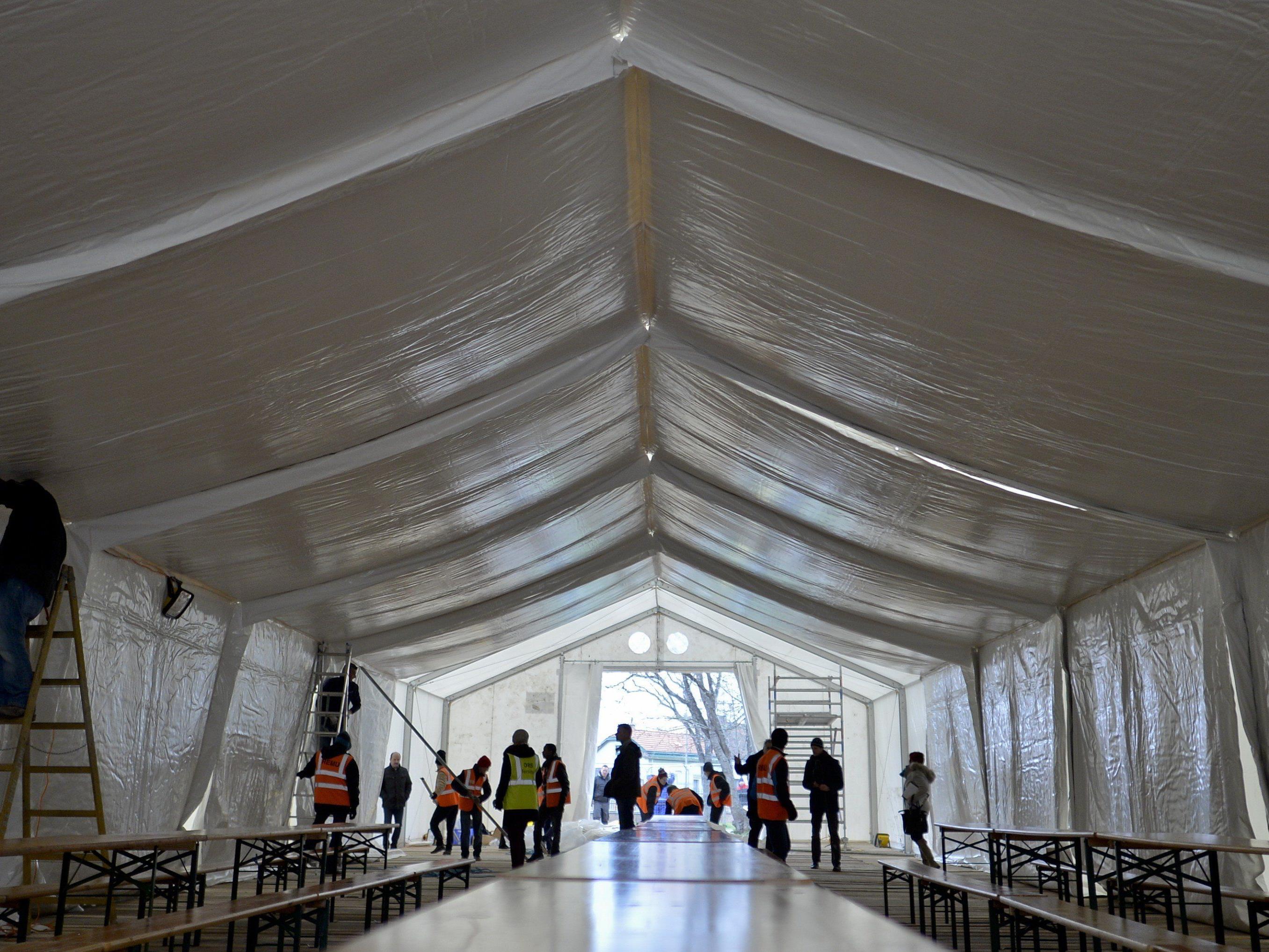 Das neue, große Zelt im Erstaufnahmezentrum Traiskirchen.