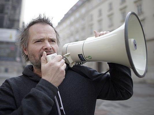 VGT-Obmann Martin Balluch gerät immer wieder mit Tierschutz-Protest-Aktionen in die Medien