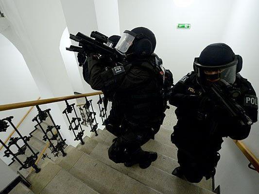 Die Cobra stellte den Mann nach der Drohung mit der Waffe in seiner Wohnung