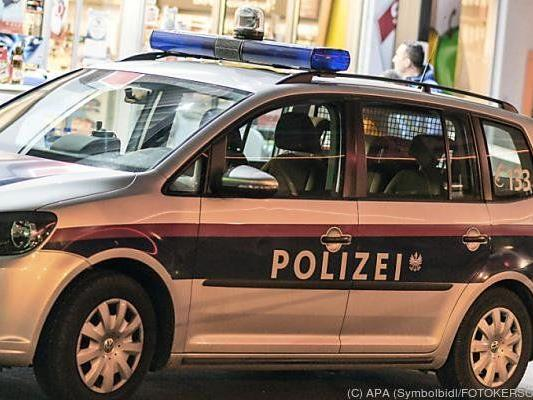 Der Polizeiauto war nicht im Blaulicht-Einsatz, als es zum Unfall in Breitenfurt kam