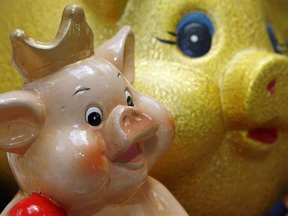 Das Schenken rund um Silvester ist schon lange in Mode - nur waren es früher noch keine Glücksschweinderl