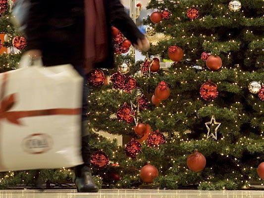 Das lange Wochenende wollen viele zum Einkaufen für Weihnachten nutzen