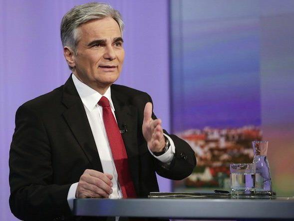 Bundeskanzler Werner Faymann (SPÖ) bei der ORF-Pressestunde in Wien