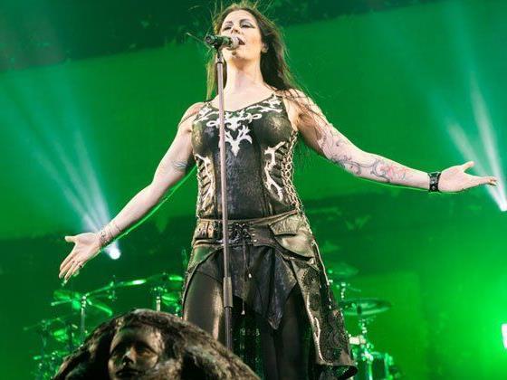 Nightwish-Leadsängerin Jansen eroberte die Wiener im (Windmaschinen-)Sturm.