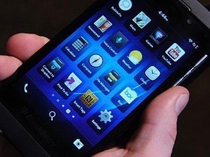 Ein 14-Jähriger versuchte einem 11-Jährigen das Handy zu rauben.
