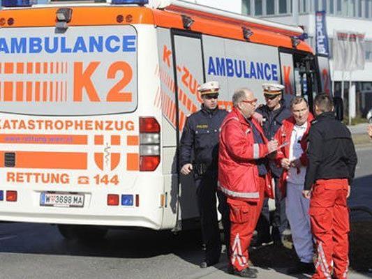 Der Mann wurde von der Rettung ins Spital gebracht.