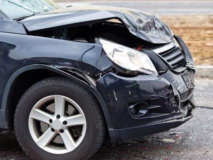 Drei Pkw-Insassen wurden bei dem Unfall verletzt.