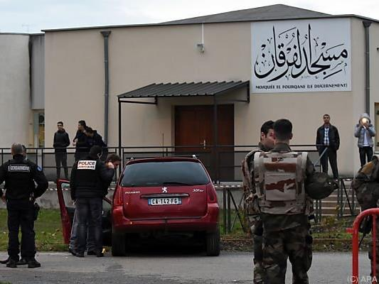 Mann raste am Freitag mit Auto auf Moschee in Valence zu