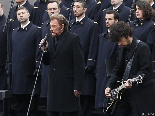 """Johnny Hallyday sang """"Un dimanche de janvier"""""""