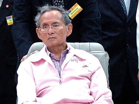 Auf Majestätsbeleidigung steht zwischen 3 und 15 Jahren Haft