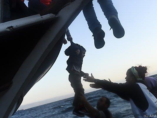 """Schlepper schickten """"Geisterschiffe"""" ohne Besatzung auf den Weg"""