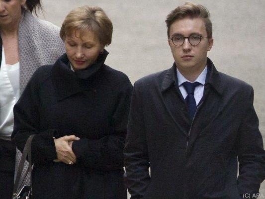 Litwinenkos Witwe Marina und Sohn Anatoli am Weg zum Gericht in London