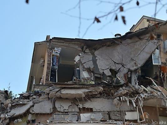 Die oberen Stockwerke des Hauses stürzten ein
