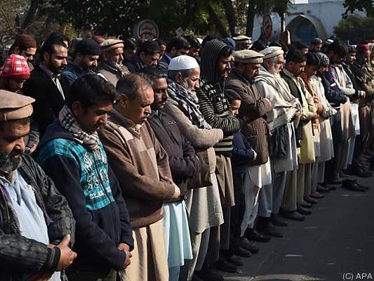 Gebet für die Opfer des Anschlags auf die Universität
