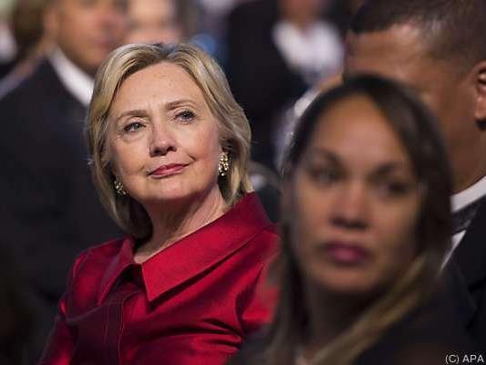 Clinton versucht sich in die Nähe von Obama zu rücken