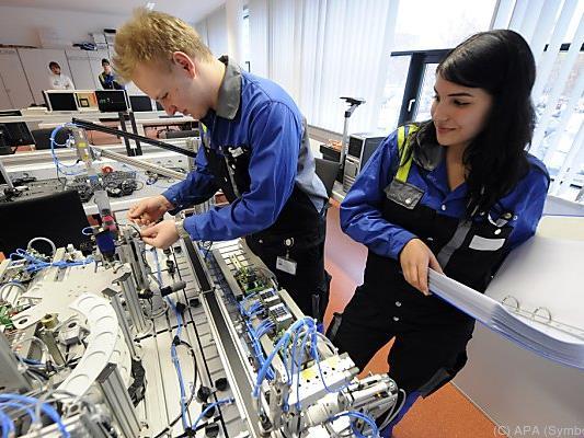 Ausbildungspflicht für Jugendliche bis zum Alter von 18 Jahren kommt