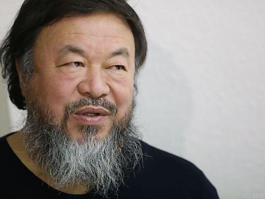 Ai Weiwei demonstriert seine Ablehnung des dänischen Asylrechts