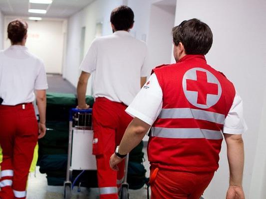 Der Arbeiter wurde schwer verletzt ins Krankenhaus gebracht.