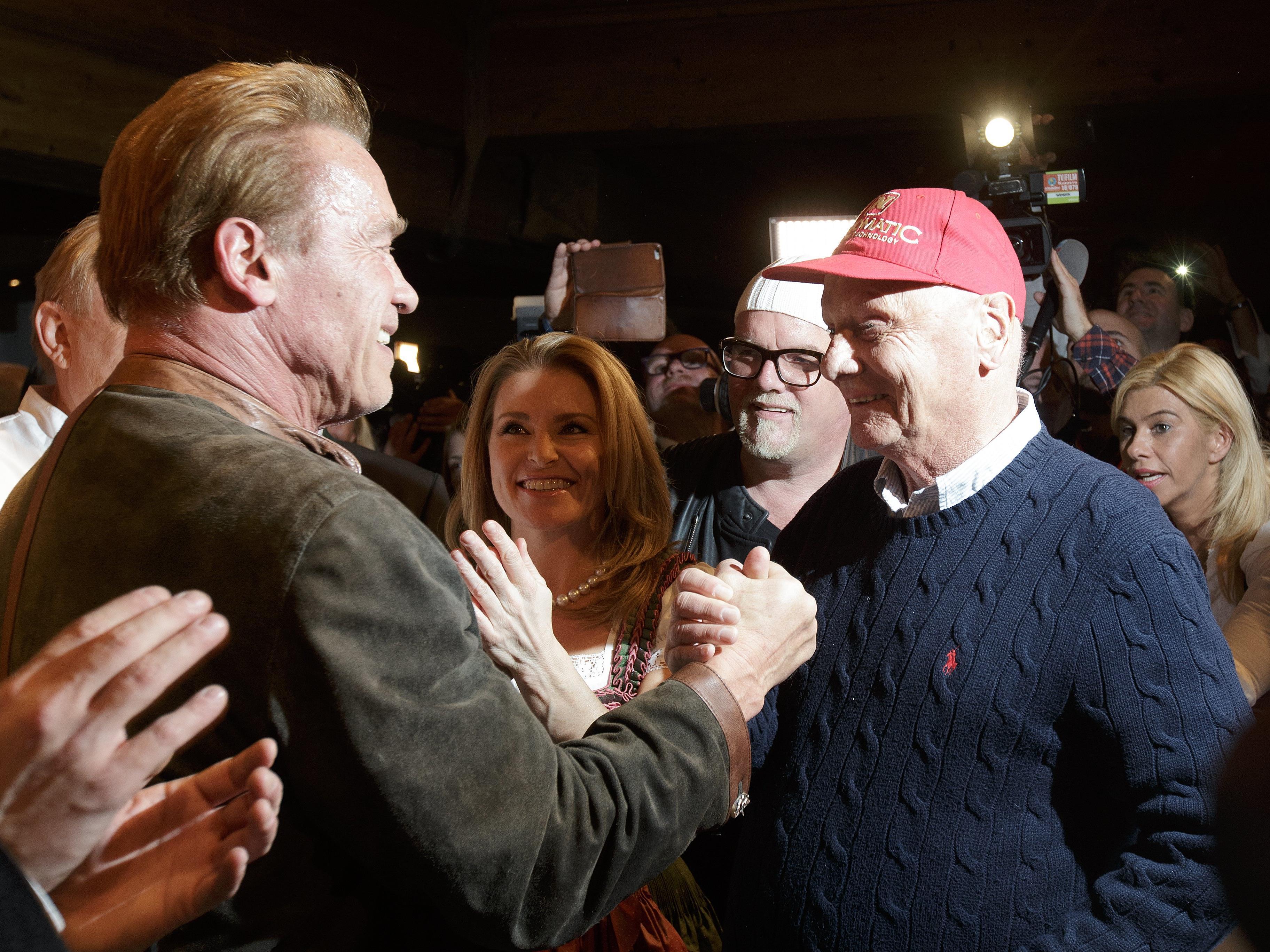 Arnold Schwarzenegger mit seiner Freundin Heather Milligan, Gerry Friedle (DJ Ötzi) und Niki Lauda.
