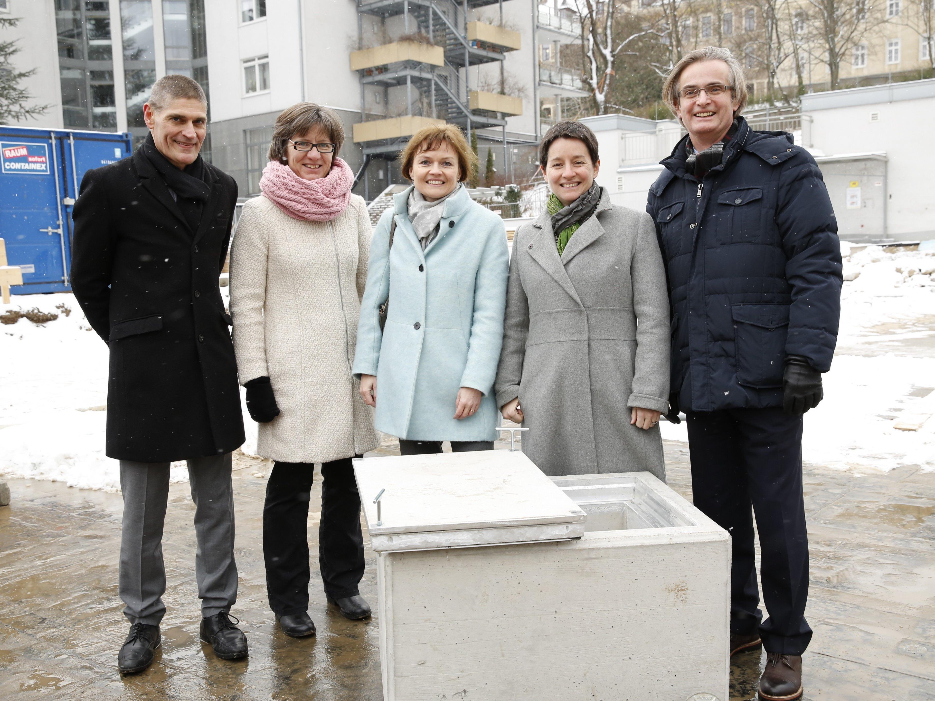 St. Josef-Krankenhaus legt Grundstein für den Neubau
