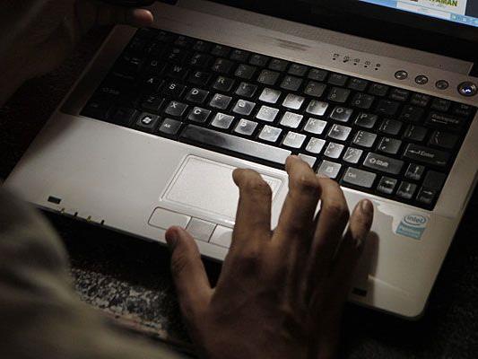 Über Online Datingseiten kommen die Betrüger mit ihren Opfern in Kontakt.