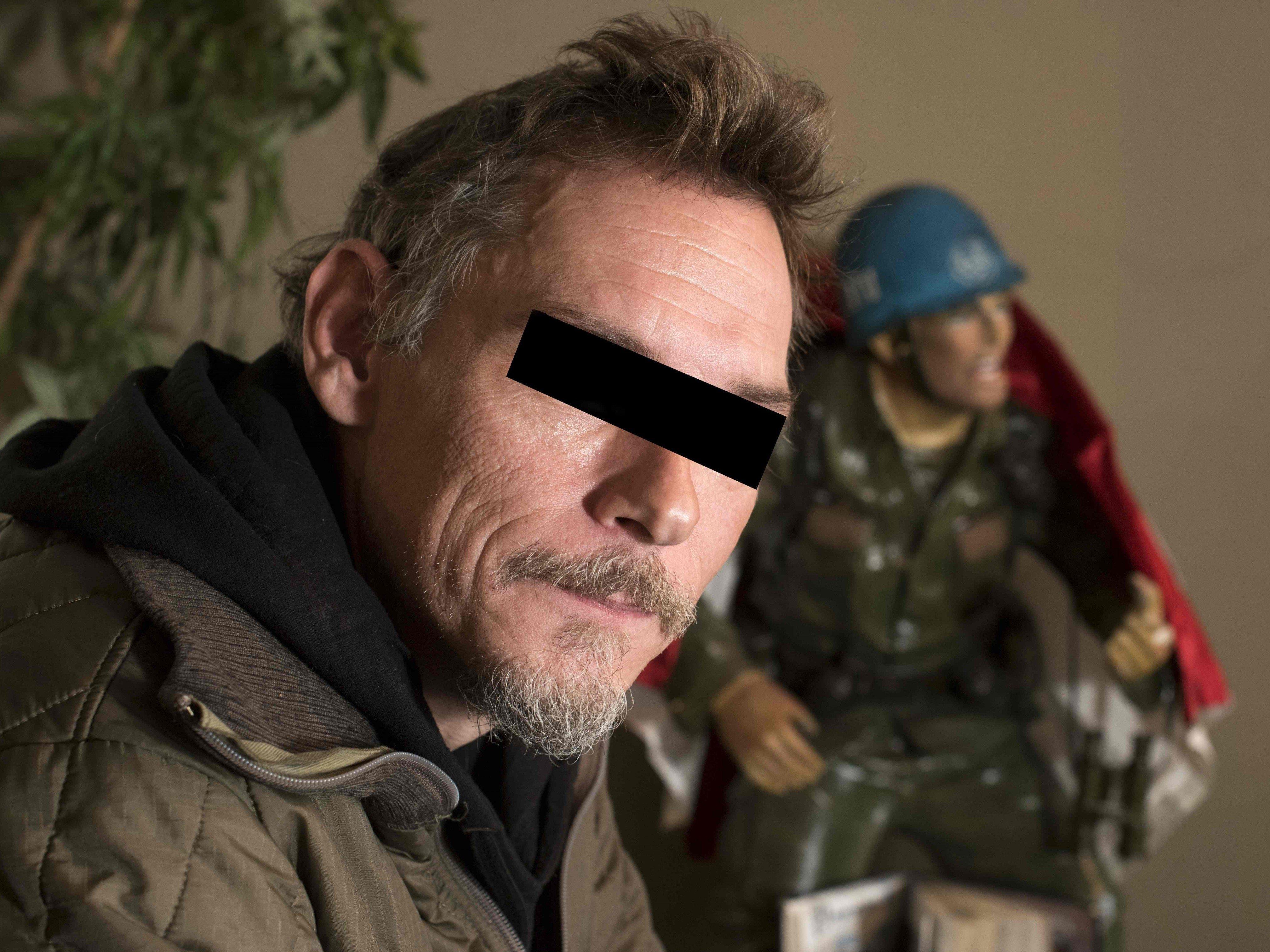 Der ehemalige Elitesoldat soll mehrere IS-Kämpfer getötet haben. Für seine Landsleute gebührt ihm eine Auszeichnung, der Staatsanwalt ließ ihn festnehmen.