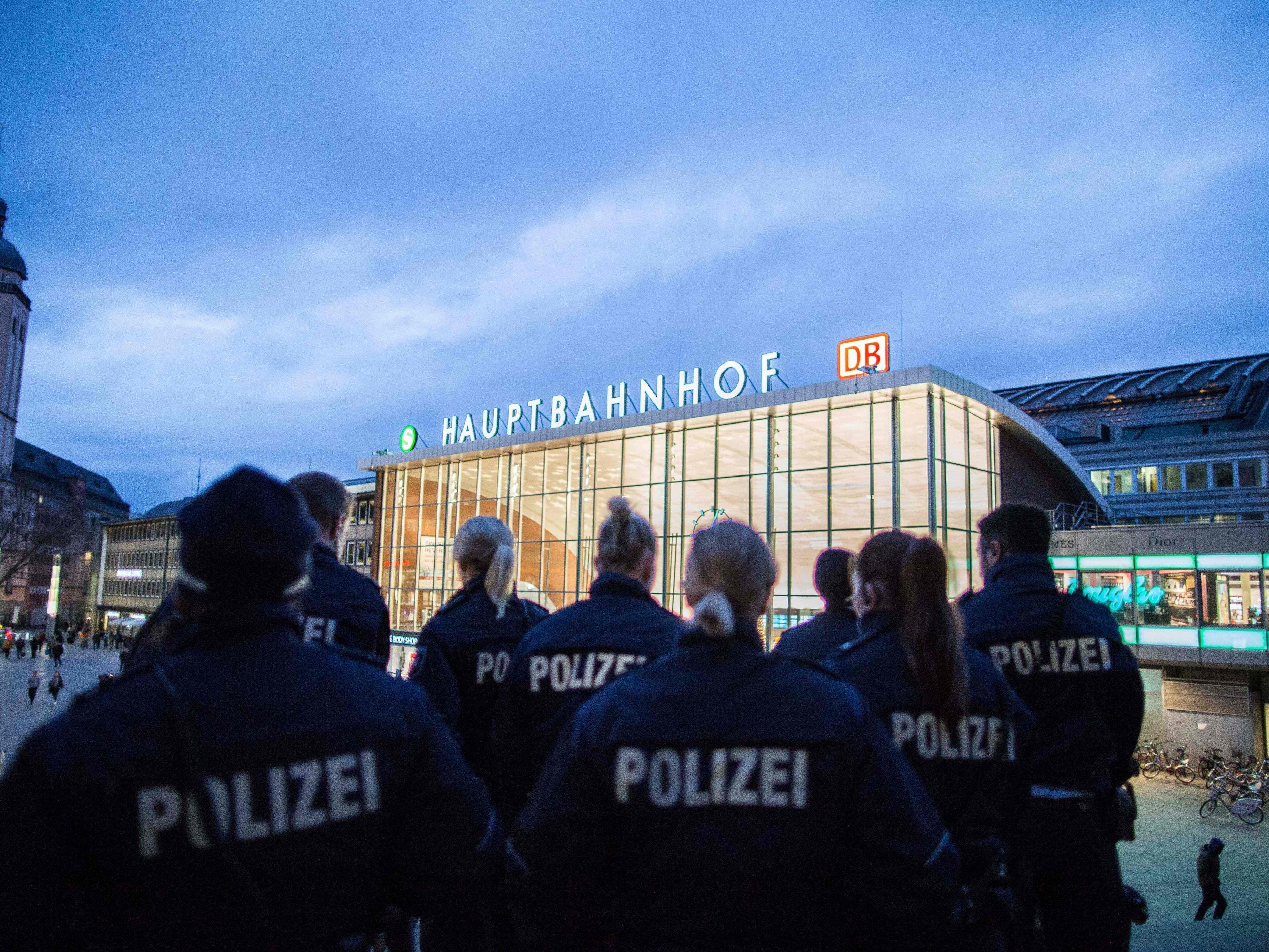 Eine Woche nach den Kölner Übergriffen ist noch unklar, was genau in der Silvesternacht geschah. Immer mehr Polizisten widersprechen ihrer Führung.
