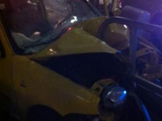 Das Auto nach dem Unfall in Wien-Favoriten.
