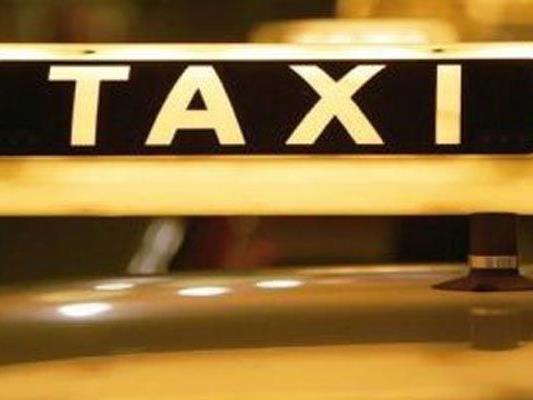Ein Taxi verunfallte in Alsergrund.