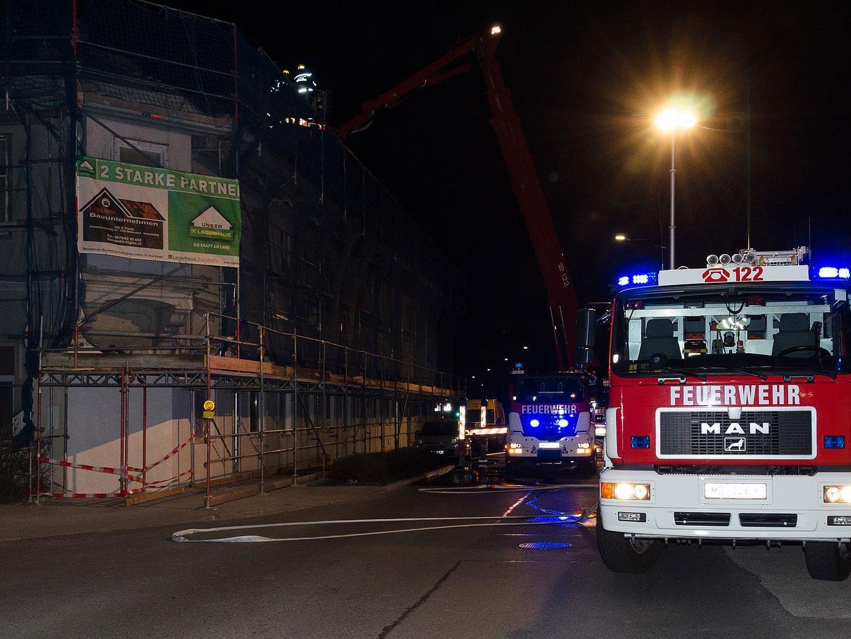 Die Feuerwehr beim Brand an der Mödlinger Baustelle.
