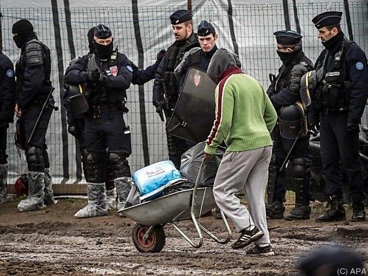 """Mehrere tausend Flüchtlinge harren im """"Dschungel"""" aus"""