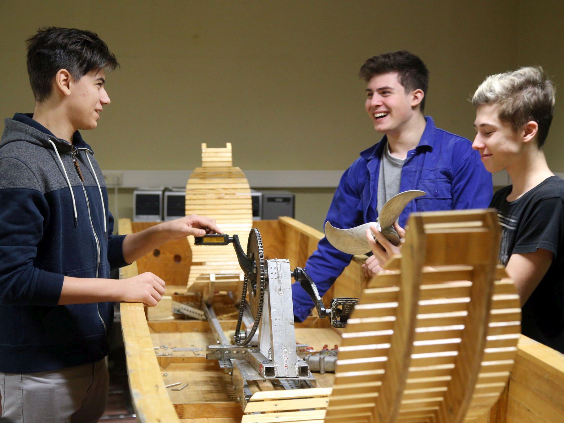 Wiener HTL Ettenreichgasse: Schüler bauen innovative Tretboote.