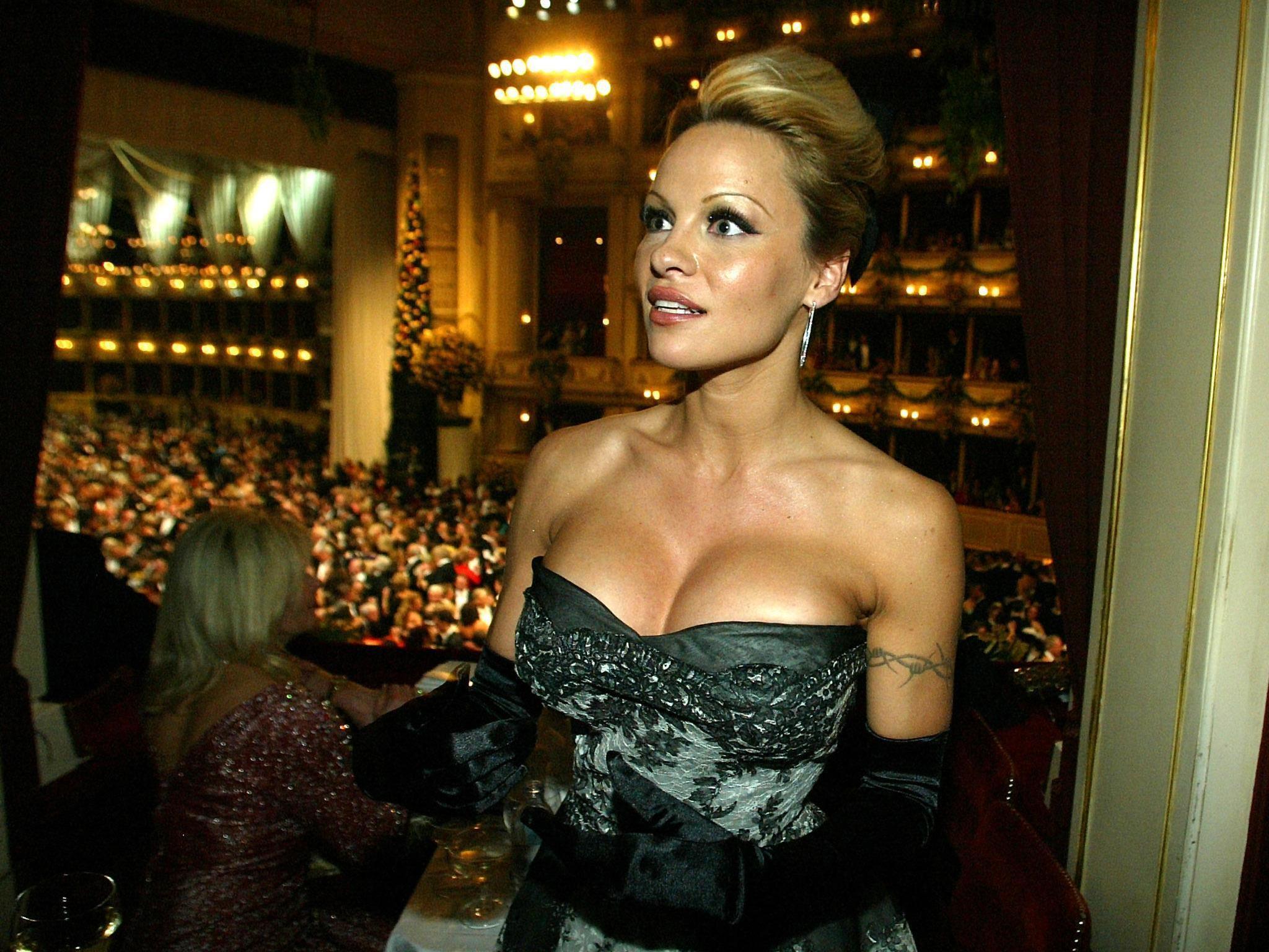 Pamela Anderson ist bereits auf dem Weg zum Opernball