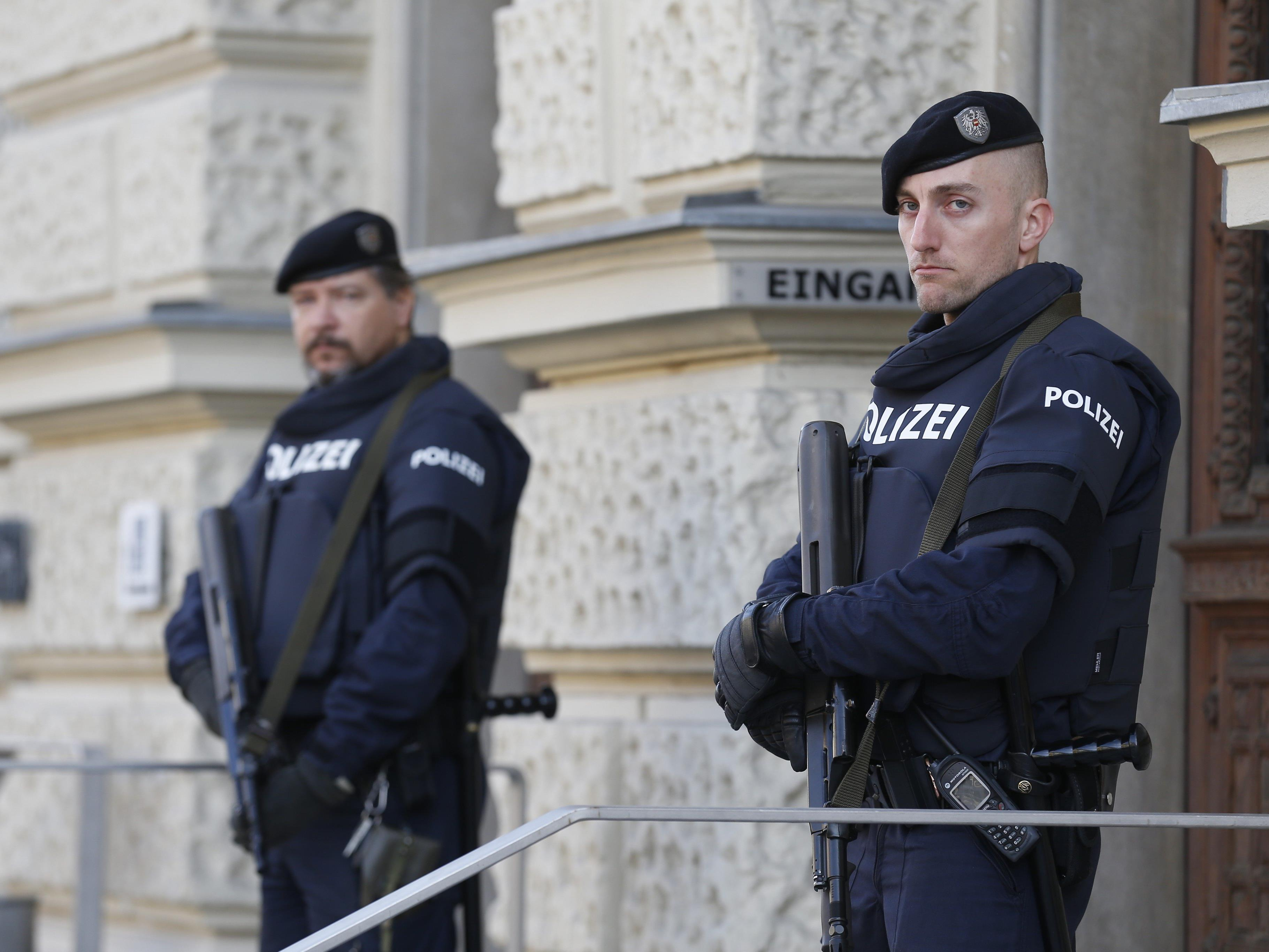 Das bewachte Grazer Straflandesgericht zu Prozessauftakt.