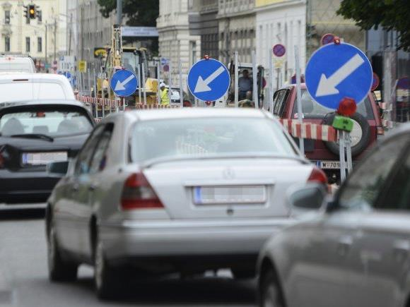 Sperre auf der Brünner Straße am Wochenende.