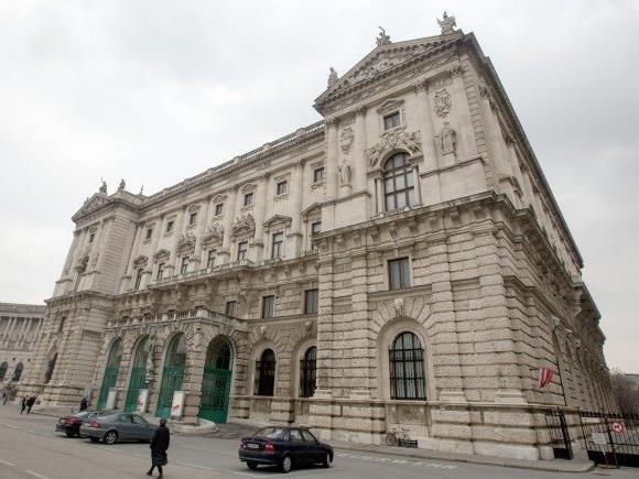 Auch am fixierten Standort Neue Burg wurde Kritik geübt.