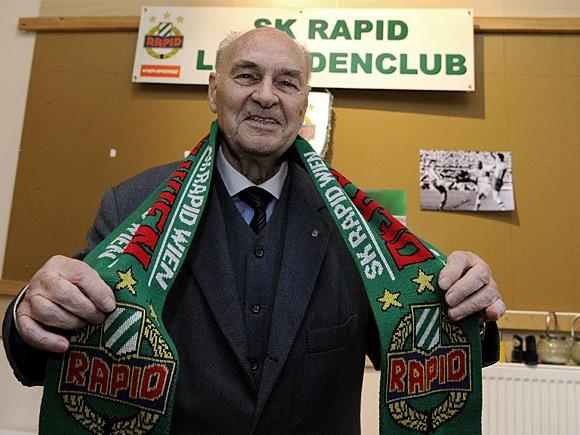 Fußball Rapid-Legende Alfred Körner beim Interview