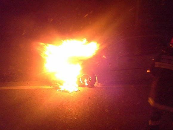 Der brennende Pkw in Maria Ellend