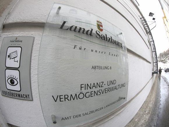 Bei mit Banken abgeschlossenen Vergleichen sind bereits rund 28,4 Millionen Euro an das Land zurückgeflossen.