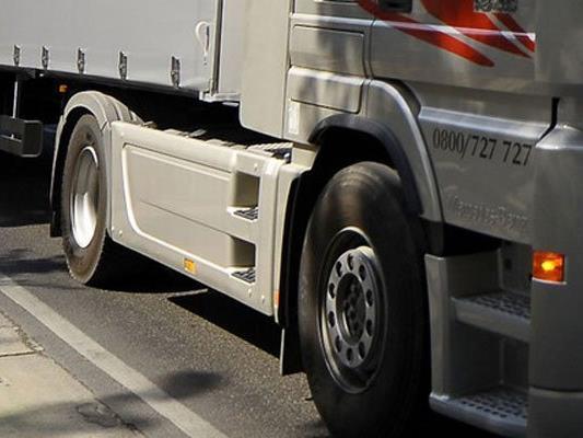 Lkw rammte auf A3 im Burgenland Polizeiwagen - Keine Verletzten