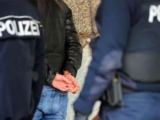 Der Verdächtige wird von der Polizei noch einvernommen.