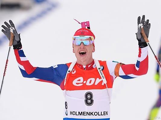 Johannes Thingnes Bö freut sich über den Sieg